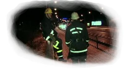 Brandmänn på bro